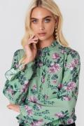 Andrea Hedenstedt x NA-KD Trumpet Sleeve Frill Blouse - Green,Multicol...